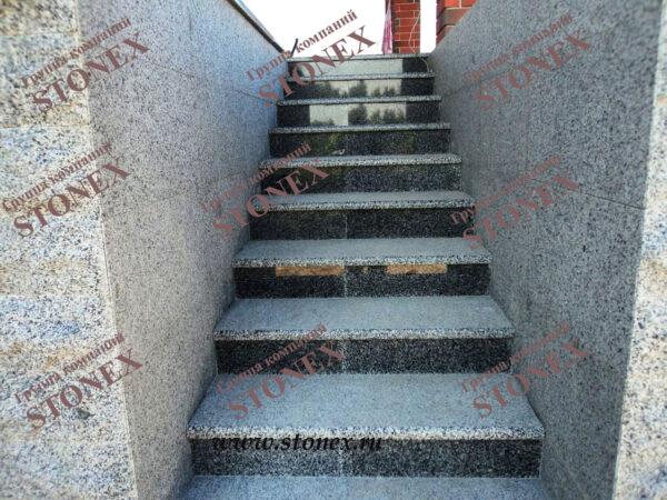 Облицовка лестниц гранитом 1