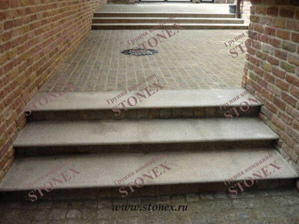 Облицовка лестниц гранитом 16