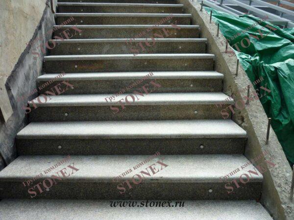 Облицовка лестниц гранитом 11