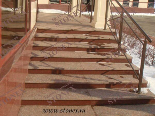 Облицовка лестниц гранитом 18